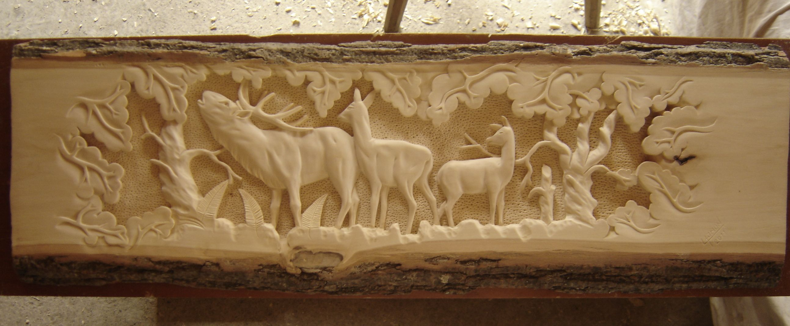 Drevorezba plastiky jeleňa umenie z dreva